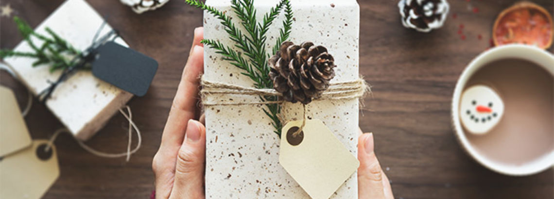 10 Housewarming Gift Ideas That Are Adorable and Practical