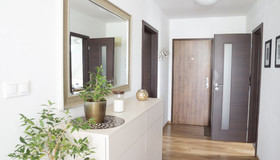 How to Create a Stylish and Functional Hallway