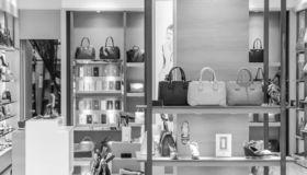 7 Chicagoland Neighborhoods for Shopping Lovers
