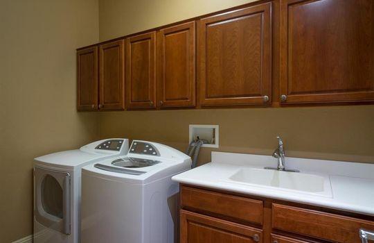 13696 N Tessali Way – Laundry