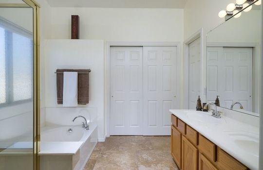 7366 W Silver Sand Drive – Master Bathroom