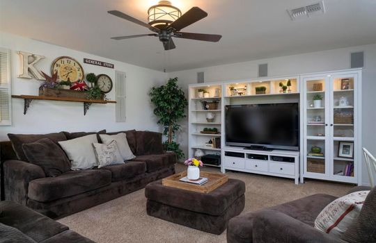 8215 N Willow Blossom Drive – Family Room 2