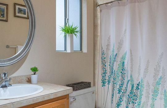 guest-quarters-full-bath