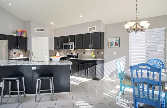kitchen-with-breakfast-area