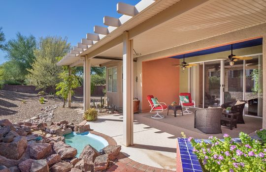 covered-patio-outdoor-living-with-water-feature