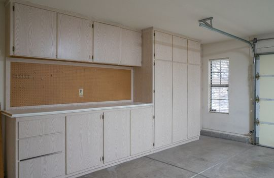 2-car-garage-with-built-ins