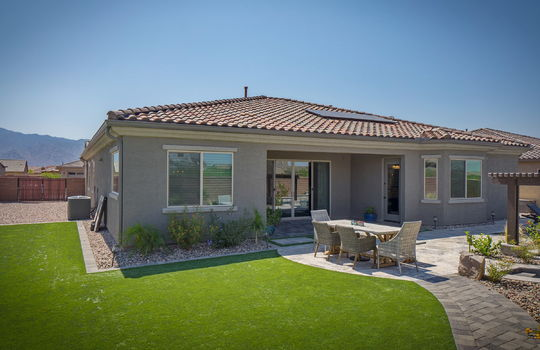 outdoor-space-with-faux-grass