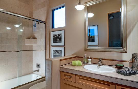 Second Guest Bedroom En Suite Bathroom