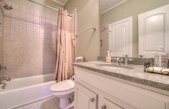 043_Full Bathroom