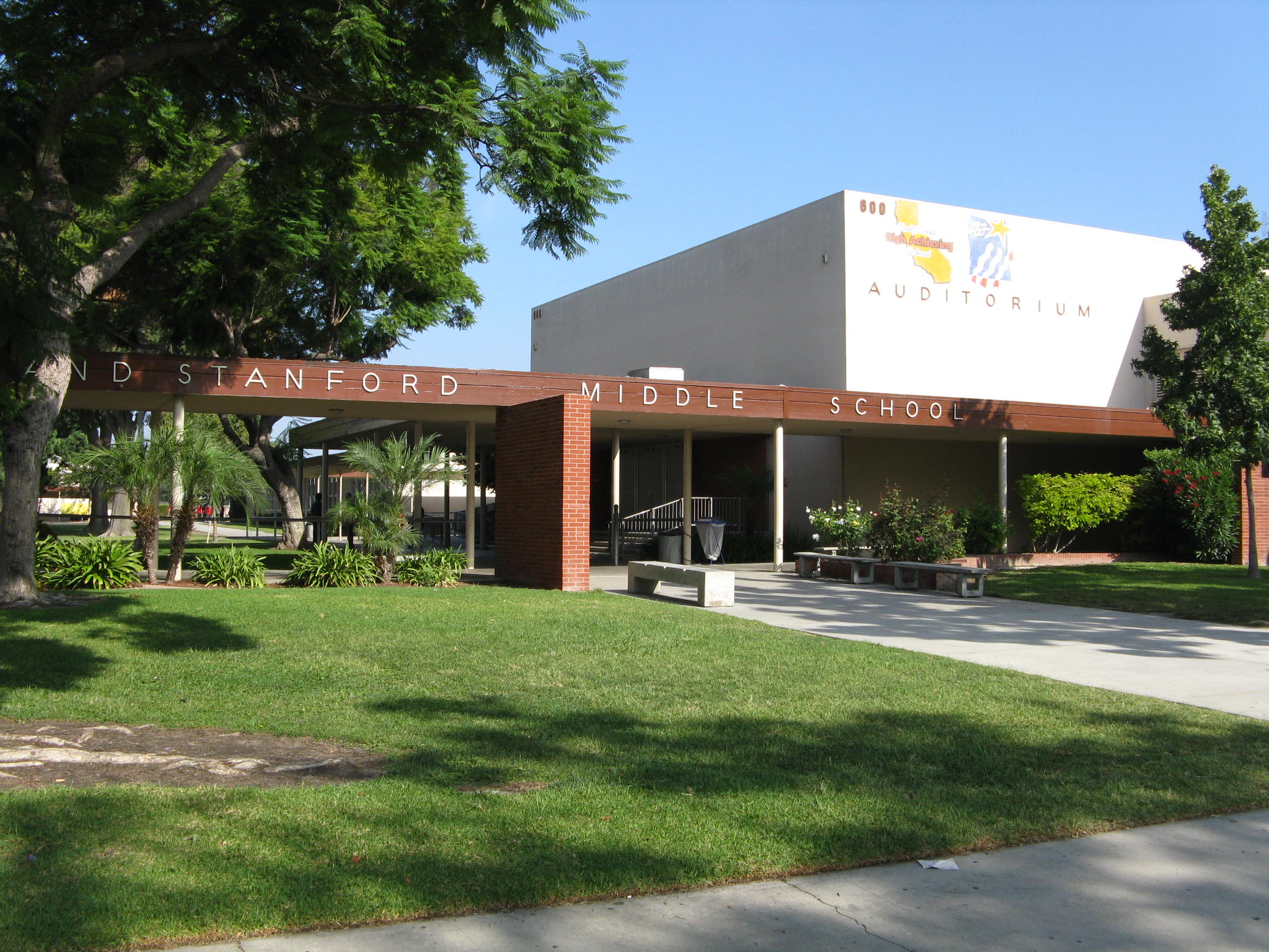 Schools and Home Value - Stanford Middle School in Long Beach, CA