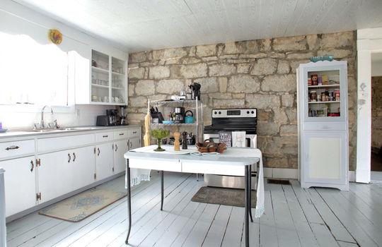 stone-homes-for-sale-wake-robin-kentucky-045