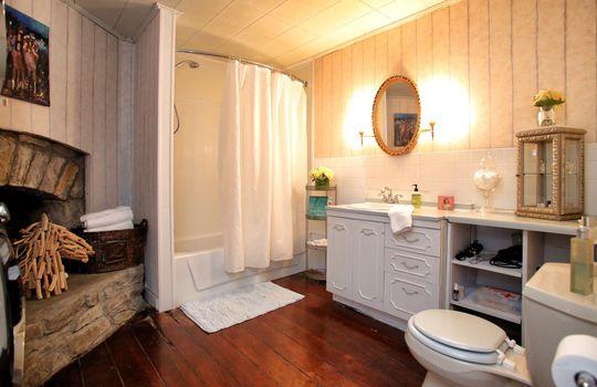 Stone-homes-for-sale-Wake-Robin-Kentucky-070