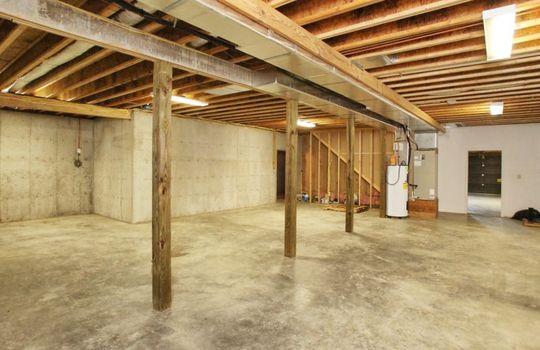 Kentucky-Horse-Property-Barn-Pond-Webster-26