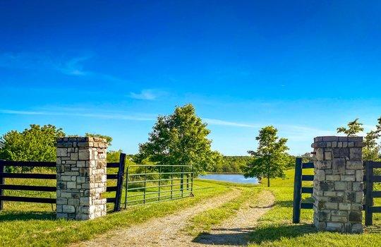 Metal-building-home-log-cabin-Big-Land-200-acre-Getaway-Property-015