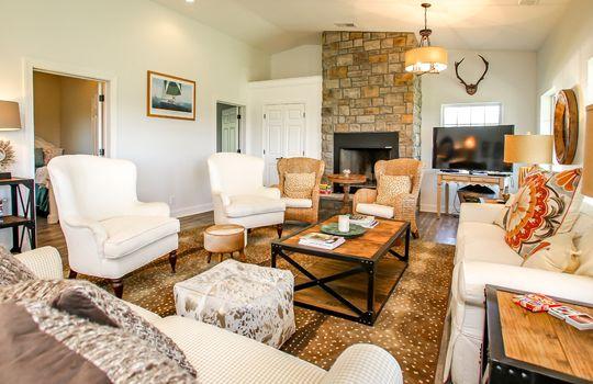 Metal-building-home-log-cabin-Big-Land-200-acre-Getaway-Property-036