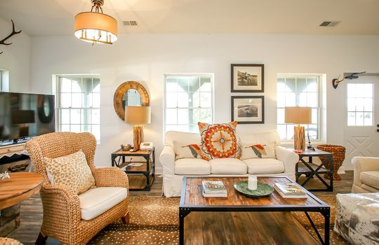 Metal-building-home-log-cabin-Big-Land-200-acre-Getaway-Property-038