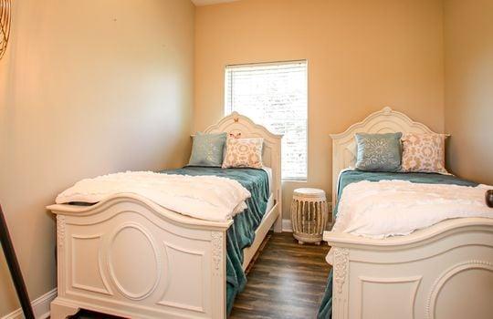Metal-building-home-log-cabin-Big-Land-200-acre-Getaway-Property-046