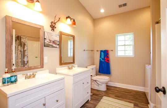 Metal-building-home-log-cabin-Big-Land-200-acre-Getaway-Property-060
