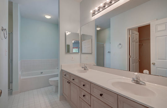 921 Northeast Dr 26 Master Bath 1