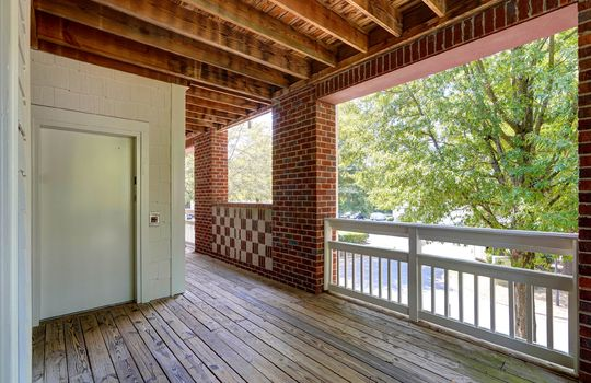 921 Northeast Dr 26 Porch