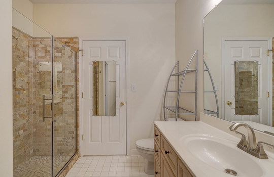 921 Northeast Dr 26 bathroom2-2