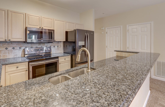 921 Northeast Dr 26 kitchen3