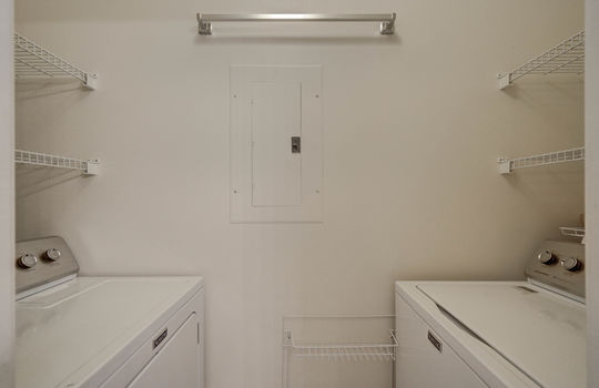 921 Northeast Dr 26 laundry room