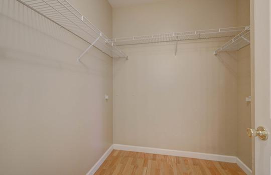 921 Northeast Dr 26 master closet