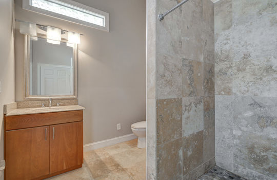 2123 Davis Road apartment bath1-2