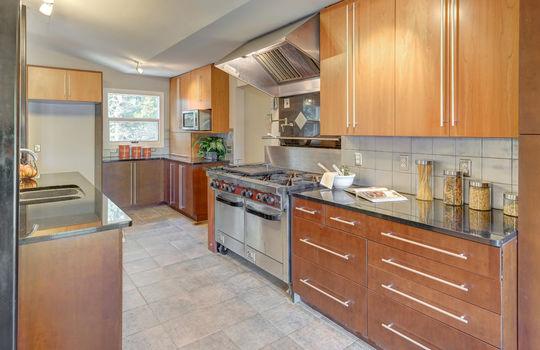 2123 Davis Road kitchen 4-2a