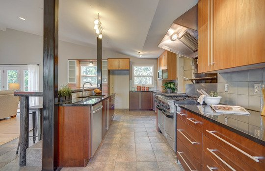 2123 Davis Road kitchen3-2