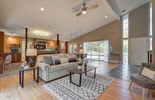 2123 Davis Road living room4-2