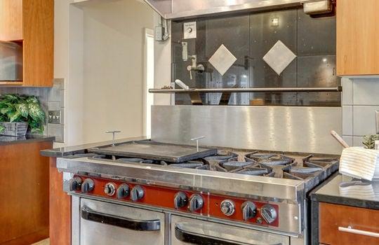 2123 Davis Road stove-2