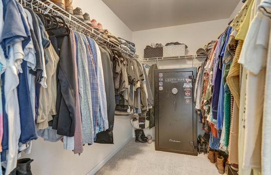 135 Mackinac Drive Mooresville NC 28117 master closet