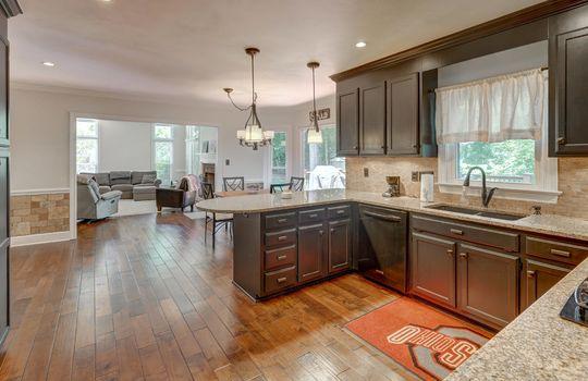 9025 Pennyhill Dr Huntersville NC 28078 - Bill Adams Realtor - Allen Adams Realty - kitchen1