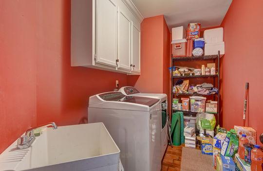 9025 Pennyhill Dr Huntersville NC 28078 - Bill Adams Realtor - Allen Adams Realty - laundry room