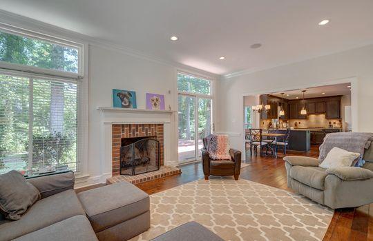 9025 Pennyhill Dr Huntersville NC 28078 - Bill Adams Realtor - Allen Adams Realty - living room4