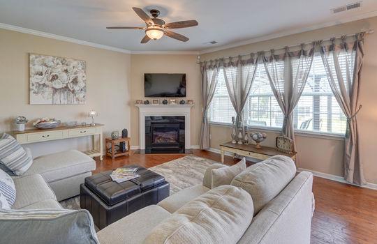 08 – living room – 110 Wrangell Dr Mooresville NC 28117 – Bill Adams – Realtor – Allen Adams Realty