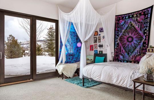 039 1800 Beard Creek Trail-print-044-32-Bedroom-4200×2800-300dpi copy