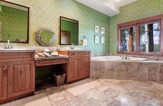 732-Forest-Trail-024-016-Bathroom-MLS-Size