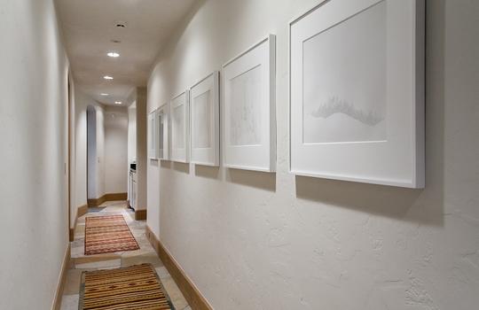 Hallway_800x600_2028736