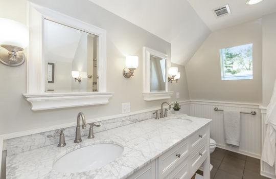 22 – En Suite Bath
