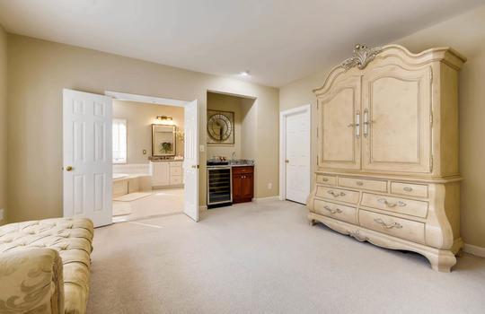 506-Pond-View-Ln-Cockeysville-large-018-7-2nd-Floor-Master-Bedroom-1500×1000-72dpi