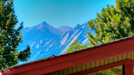 07-1430_Exterior_Flatirons_from_Front_5TMDE_RVT2-NR_E_HiRes1MB_Web