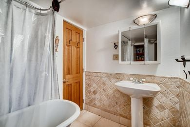 1544 9th Street Boulder CO-large-015-011-2nd Floor Master Bathroom-1500×1000-72dpi