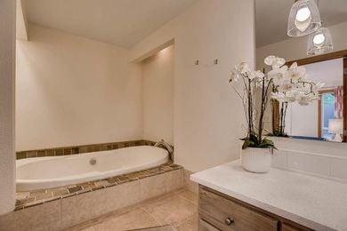 3800 Carlock Dr Boulder CO-large-016-15-Master Bathroom-1500×1000-72dpi