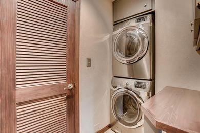 3800 Carlock Dr Boulder CO-large-023-17-Laundry Room-1500×1000-72dpi