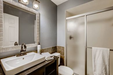 OLD_4654 White Rock Circle 1-print-016-017-Master Bathroom-3600×2400-300dpi