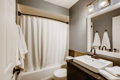 OLD_4654 White Rock Circle 1-print-020-020-Bathroom-3600×2400-300dpi