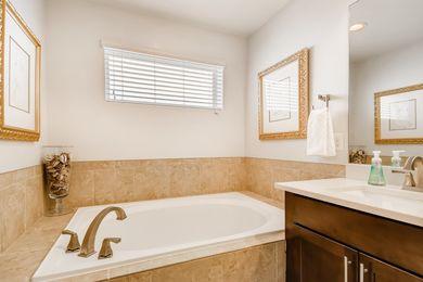 Grandview_26 2nd Floor Primary Bathroom
